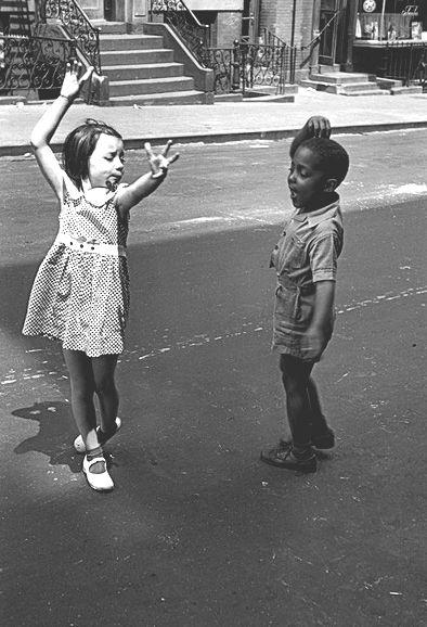 Biography: Street photographer Helen Levitt | MONOVISIONS