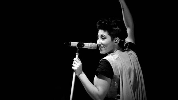 Malika Ayane in concerto  8 luglio 2012   ore 5 - spiaggia libera Rimini
