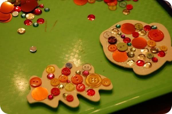 Glitzernde Bleimagnete. Verwenden Sie die gleichen Anweisungen für Sommer Holzausschnitte – su …   – Kids Crafts