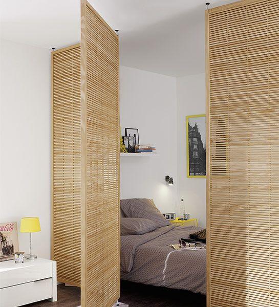 Idéal pour créer un espace nuit dans un #appartement qui ne comporte pas de #chambre, la cloison « brise-vue » permet de recréer une #pièce supplémentaire tout en laissant passer la lumière. http://www.castorama.fr/store/pages/idees-decoration-facile-separer-espaces.html