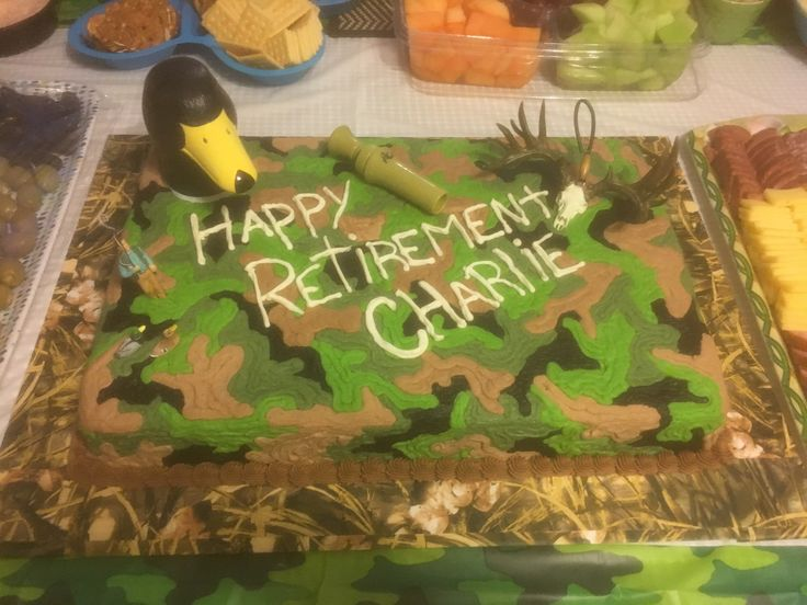 Camouflage hunting retirement cake