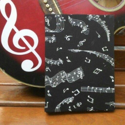 Capa para caderno notas musicais