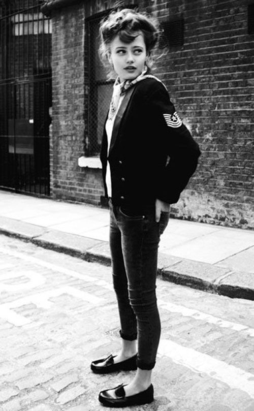 Teddy girls (also known as Judies) in the 1950s, wore drape jackets, pencil skirts, hobble skirts, long plaits, rolled-up jeans, flat shoes, tailored jackets with velvet collars, straw boater hats, cameo brooches, espadrilles, coolie hats and long, elegant clutch bags. Later they adopted the American fashions of toreador pants, voluminous circle skirts, and hair in ponytails.