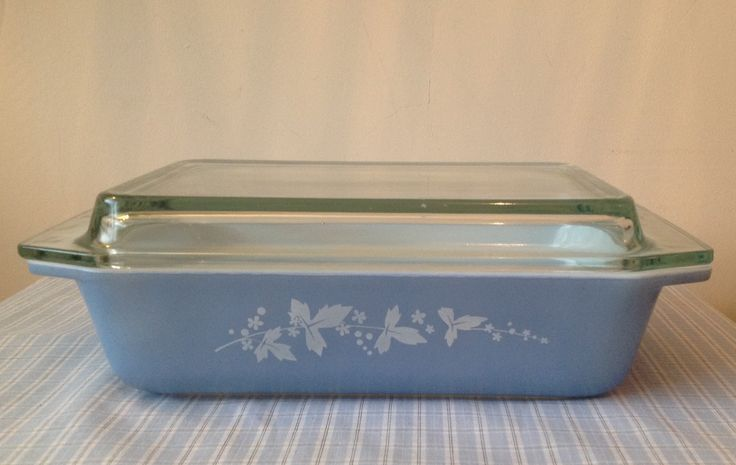 Rare 1961 JAJ Pyrex Powder Blue SS, at the time of selling earlier this year there was very few around only one other online reference on the Corelle Corner site....remarkably I found another the other week at a charity shop, as I was so sad to see that one go, I'm firmly holding on to its replacement!!!