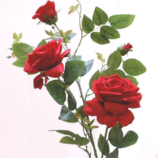 造花の薔薇について・ゴージャスな赤いバラのアーティフィシャルフラワー