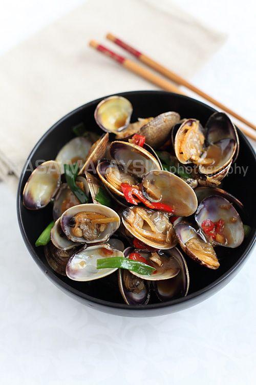 Taiwanese-style Clams (台式炒蛤蜊) | Easy Asian Recipes at RasaMalaysia.com