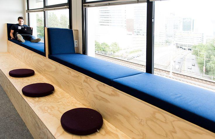 Studio Kustlijn Architecten - Bedrijfsverzamelgebouw Den Haag -kantoor interieur office interior idea - raam bank