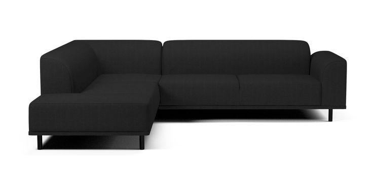 Vi vil gerne præsentere Hannah. Det er en fleksibel, moderne og magelig sofa med bløde linjer og kurver, og du kan få forskellige modeller efter smag og behov. Med andre ben ser den pludselig ganske anderledes ud - næsten som en kamæleon. Sig pænt goddag til ...Hannah.