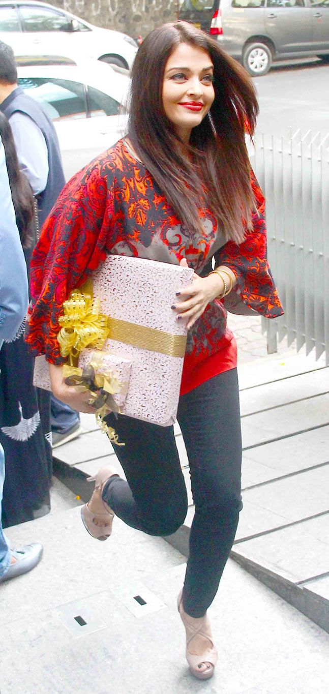 Aishwarya Rai Bachchan arriving for @nisshk's pre-wedding brunch.