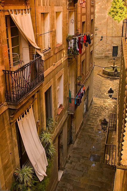 Adoro esta parte de la ciudad...Barcelona Barri Gòtic Cataluña.                                                                                                                                                      Más