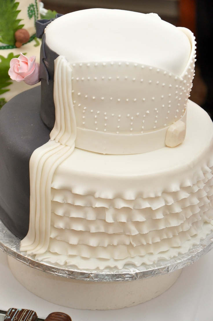 the bride half of a bride groom cake bride groom cake pinterest. Black Bedroom Furniture Sets. Home Design Ideas