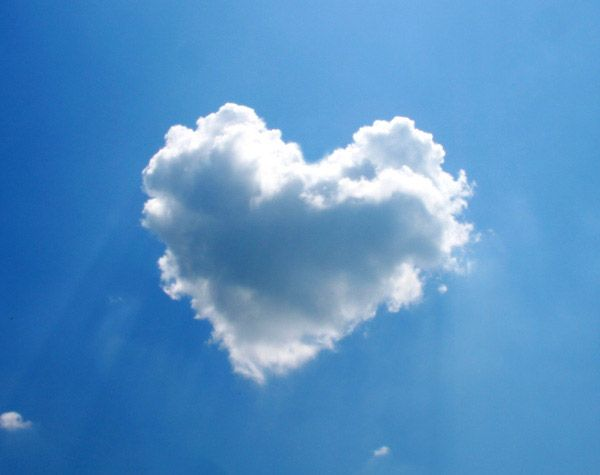 """Heart From Cloud - (Extremely) Rare These extremely rare clouds can be seen when the weather are messed up which caused abnormality to the clouds. The formations are very unique and is usually be regarded as a disastrous event. Take """"eye wall"""" and storm cloud as example."""