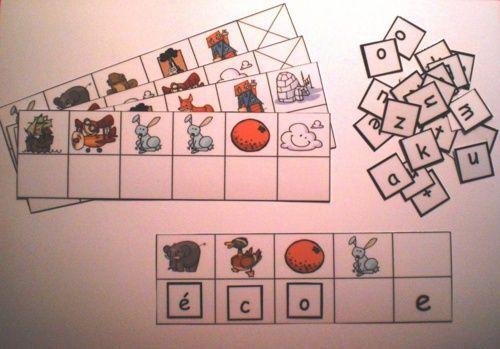 Jouer avec les mots : les puzzles de motsC'est un jeu de puzzles de mots. Les élèves doivent identifier la lettre initiale de l'image pour trouver les lettres qui composent le mot mystère... Par exemple, si on voit une souris, on écrit dessous la lettre S...