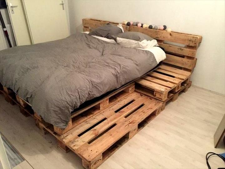 25 best ideas about palette bed on pinterest pallet for Pallet bed frame with side tables