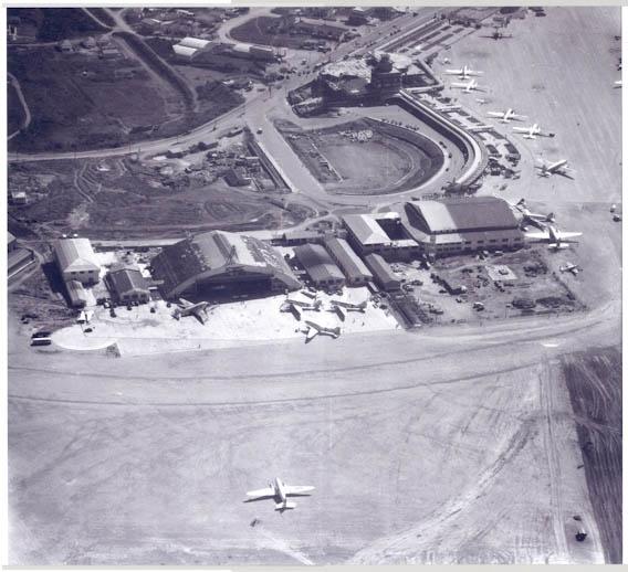 O Aeroporto de Congonhas faz 77 anos. Que tal comparar fotos aéreas históricas e raras do aeroporto dos anos 1940/1950 com fotos atuais? Um obrigado mais que especial ao Carlos André Spagat, editor, e à revista FLAP Internacional por cederem as imagens históricas para publicação.  http://aerialpho.to/Congonhas77Anos