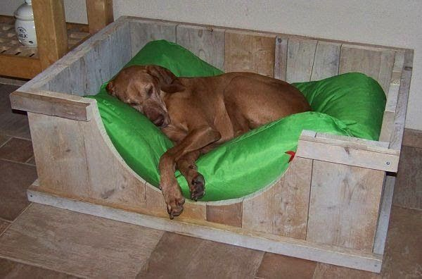 55 gorgeous dog beds from pallets! | Do it yourself - Construction DIY - Do it yourself OMG! I can just see my Kesser in this bed!!