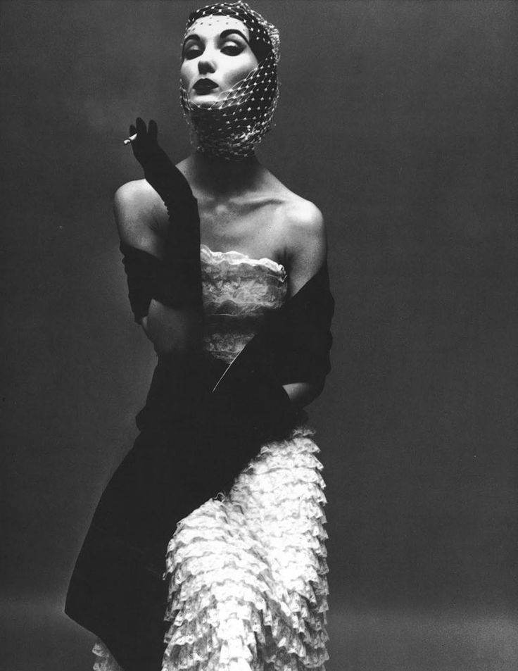 Evelyn Tripp photographed by Irving Penn, 1950.  pinterest catalogue - Poses for Photography :  # photo is re-pin