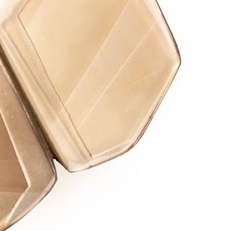 #NicolettaFrigerio #malvasia #brooch #fermentingjewelry #details #awardedartist #gioiellinfermento #gioiellinfermento2013 #inspired #studiojewelry #mastercollection #anotherkindofjewellery #gioiellocontemporaneo #artjewelry #competition #gioielliinfermento #artsandcrafts #craftprize #contemporary #functionalart #wearableart #wearableobject #madeinitaly #emiliahills #artevino #inemiliaromagna