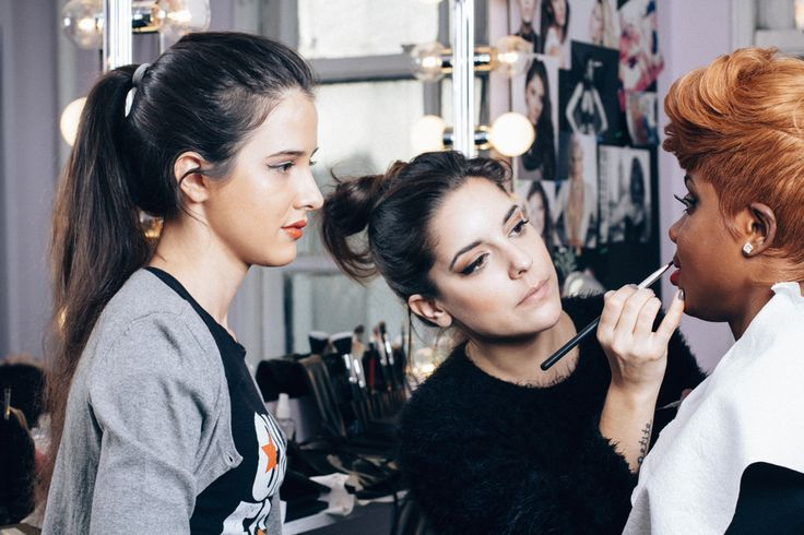 Online makeup school offers very affordable and practical makeup classes online with a free makeup kit. Our online makeup courses provides great results for all our students