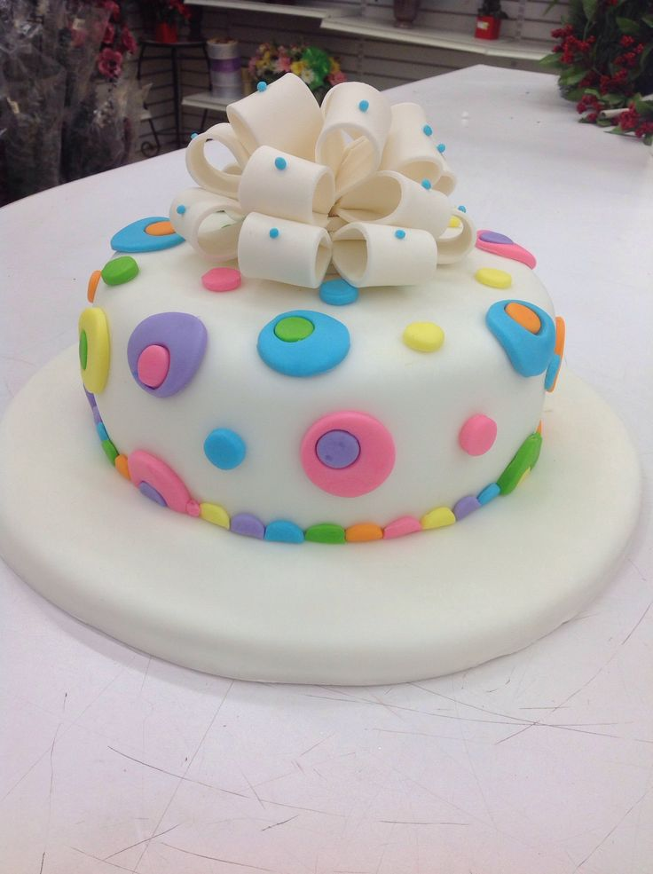 Maria Soledad Laino made this beautiful Fondant cake in Course 3 - Gum Paste and Fondant. Call Mona at 954-868-9100 for more information on classes.