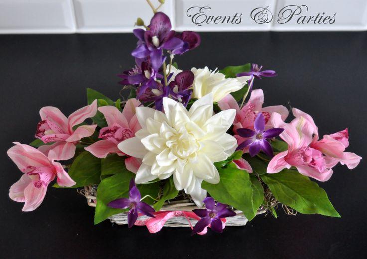 Wiosenny bukiecik ze sztucznych kwiatów.  Wygląda bardzo naturalnie, jak z kwiatów żywych.