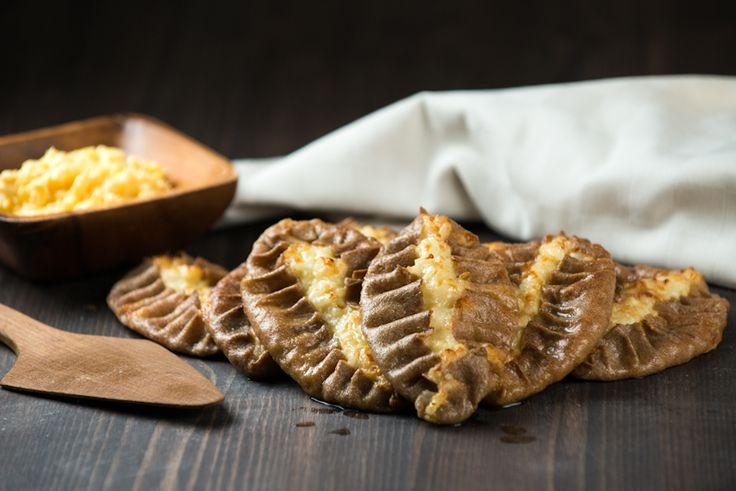 Блюдо простое, крестьянское и готовится из самых доступных продуктов, которые были издревле в каждом дворе, в каждой семье, живуще.