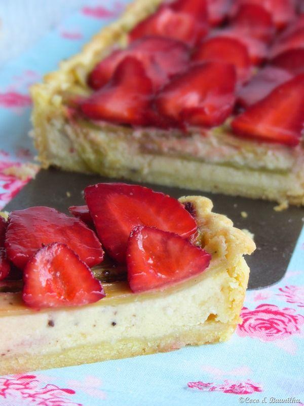 Coco e Baunilha: Tarte de ruibarbo e morango - Rhubarb and Strawberry Pie - The base is delicious with spelled flour and almond.