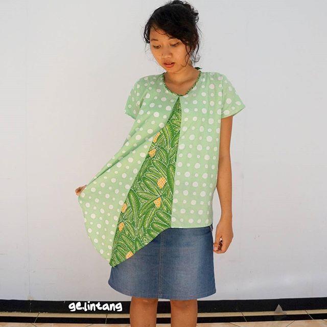 Atasan segitiga polka.  Terbuat dari #batiktulis kain primis.  #readytowear LD: 100cm. Stok: 1. Detail & custom kontak pm, line . . #madeinindonesia #indonesianlocalbrand #indonesianproduct #localbrandindonesia #readytowear #gelintangtheintro