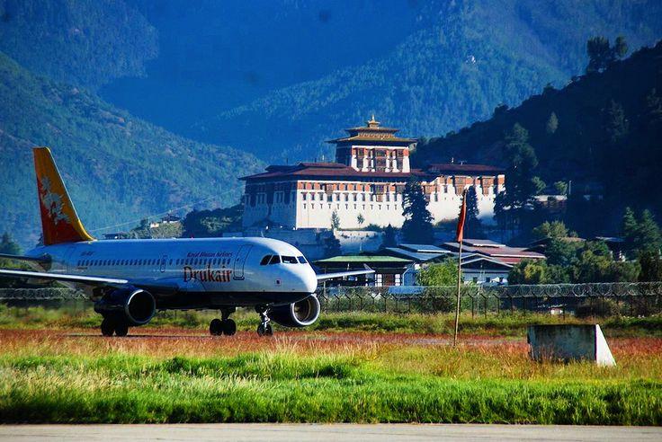 Paro Fortress Dzong View From Run Way Bhutan Fortress Himalayas