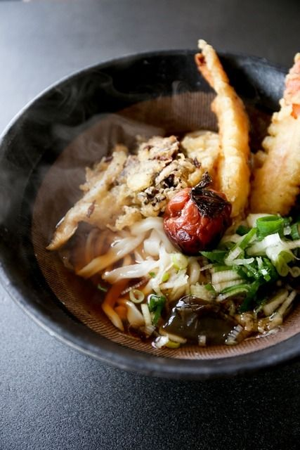 Tempura Udon Noodles with Umeboshi (Pickled Plum) 天ぷらうどん