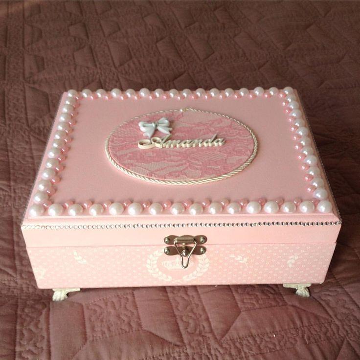 Mais uma caixa porta maquiagem ,com espelho, em Mdf ,toda rosa com branco, detalhes perolas e strass - lindahouri