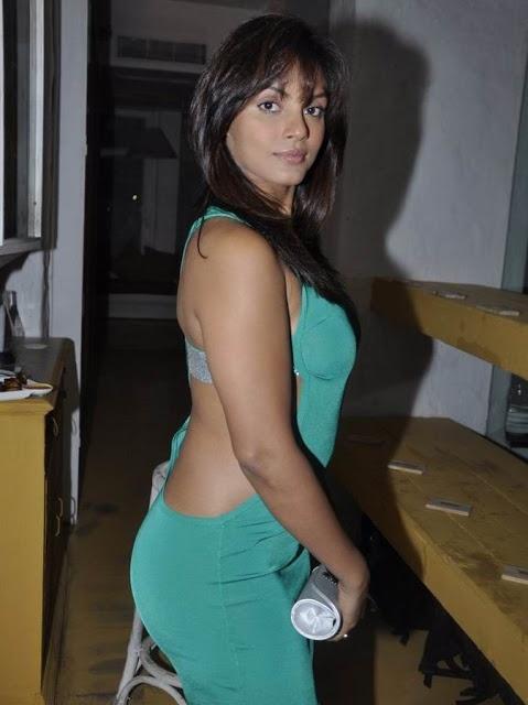 Actresses Photos: Actress Neetu Chandra in Tight Open Half Green Dress Pics