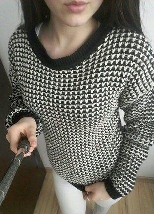 #vintedpl http://www.vinted.pl/damska-odziez/swetry-z-dekoltem/15141664-sweter-atmosphere-pleciony-czarno-bialy-36-s