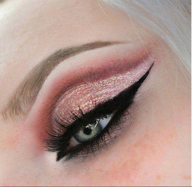 Dégrédé de rose et eye-liner nickel