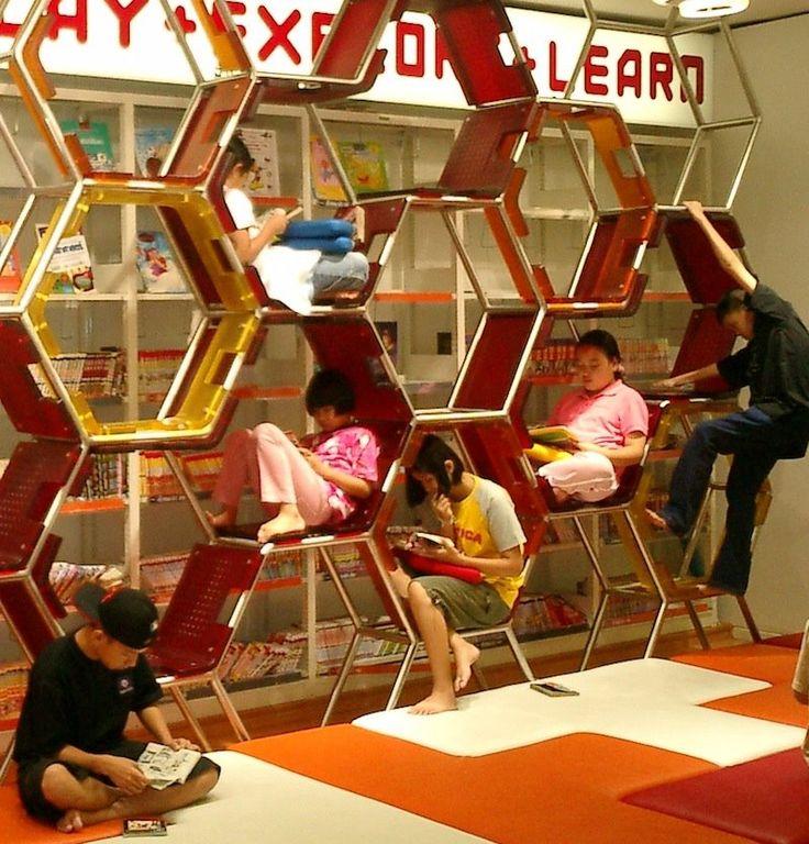 Aula de Thailand Knowledge Park en Bangkok - http://rubble.heppell.net/places/shoeless/default.html