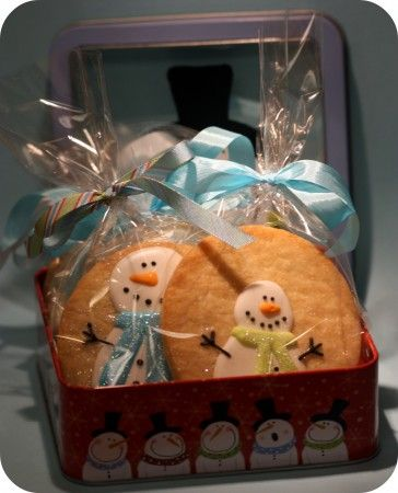 How to make snowman cookies  http://sweetopia.net/2009/12/how-to-apply-disco-dust/