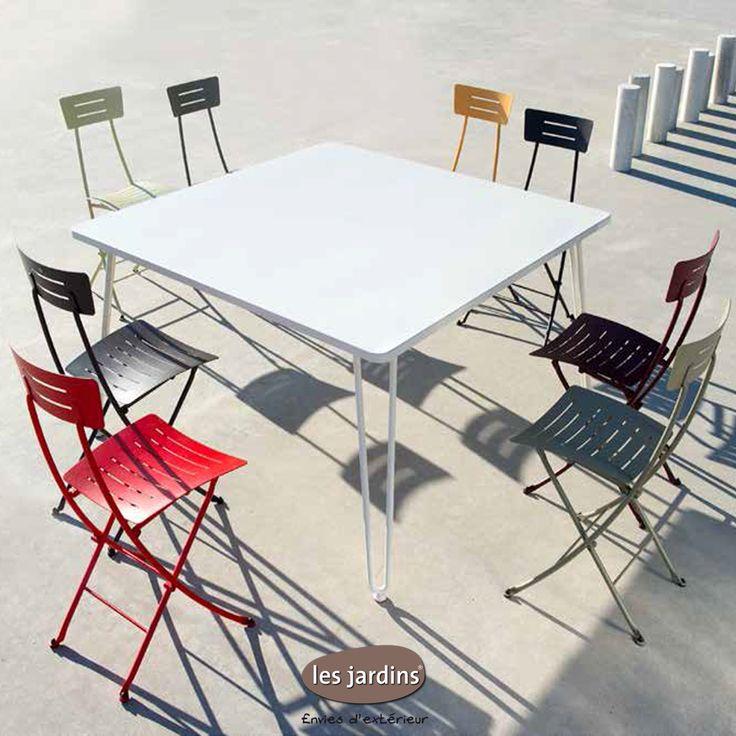 Collection FILACIEL - table en acier zingué avec 4 pieds pliants et les chaises pliantes SKETCH en acier zingué