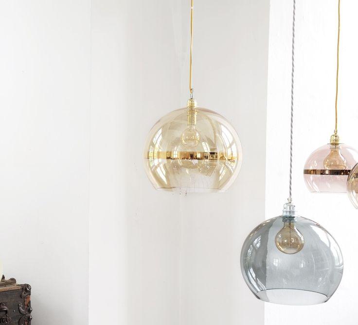La suspension Rowan de la designer Susanne Nielsen, créatrice du studio Ebb and Flow. #EbbandFlow #Susannenielsen #rowan #supension #pendantlight #éclairage #lighting #luminaire #lampe #lamp #inspiration #blownglass #glass #verre soufflé #verre #home #maison #décoration