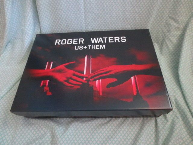 Roger Waters Concert Tour 2017 Merch VIP Package Box Set Us + Them  Pink Floyd