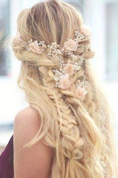 Feb 20, 2020 - 21 BOHO INSPIRED Unique and Creative Wedding Hairstyles #hairstyles #fashion #wedding #weddinghairstyles