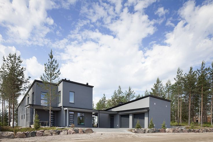 Lammi-Kivitalo Validus Motuksen pihaa ympäröi luonnonkivimuuri, lisää ideoita www.lammi-kivitalot.fi