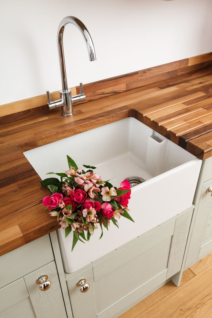 This kitchen set displays our European walnut worktops with standard 40mm-wide staves. Complete the look with our single Belfast sink from Rangemaster, and the WEX Telesto kitchen sink tap. http://www.worktop-express.co.uk/