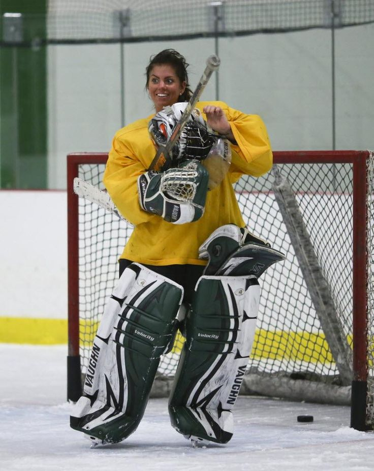 One hand, one tough goalie | Minnesota Girls Hockey Hub