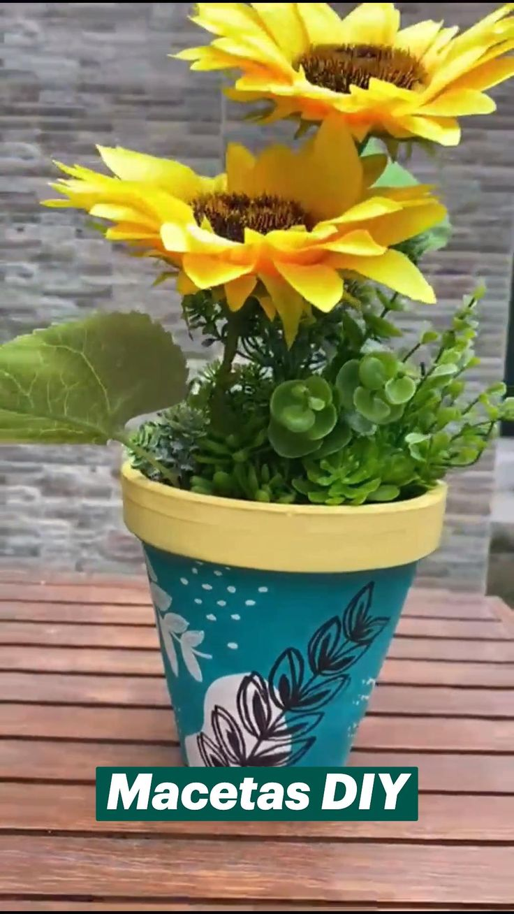 Garden Projects, Container Gardening, Home Crafts, Planter Pots, Diy, Treehouse Kids, Decorating Baskets, Decorated Flower Pots, Creative Crafts