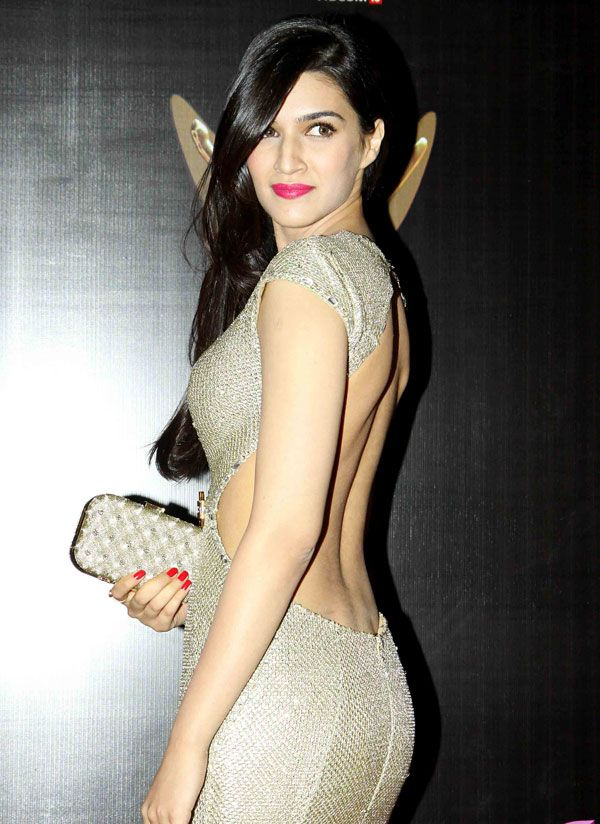 Kriti Sanon looked stunning in a backless golden gown at the Stardust Awards 2014.