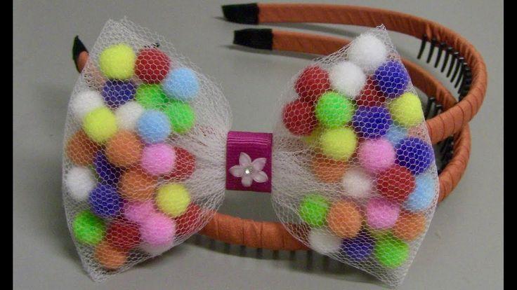 Laço de Tule e Pompom -Pompom and tulle bow