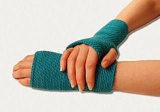 Iris bosnian crocheted wrist warmers. // Iris, pjona pulsvanter. Pjona i DROPS Merino Extra Fine. Oppskriften på norsk finner du på stellacharming.no.
