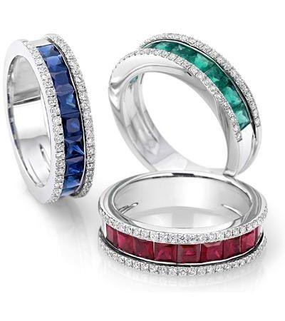 Zaffiri, Smeraldi e Rubini contornati di diamanti su struttura in oro bianco...