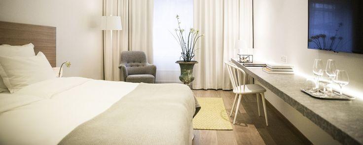 Classic På PM & Vänner Hotel är våra classic rum allt annat än standard. Med totalt 22 rum, alla med en storlek på ca 25 m2 är vi säkra på att du finner allt du behöver och mer därtill. Alla rum i denna kategori är utrustade med en stor säng, en stor TV och en …
