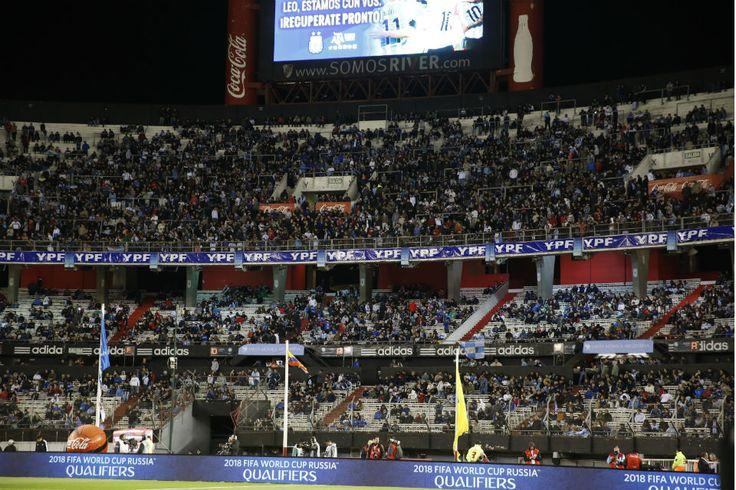 Pese a las especulaciones, el encuentro por la tercera fecha de las eliminatorias se jugará el 12 de noviembre en River; cinco días después, el seleccionado irá a Colombia. Octubre 16, 2015.